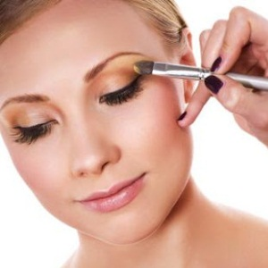 How to Properly Apply Eyeshadow