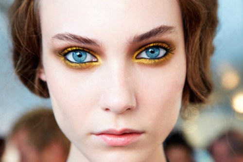 how to apply gold eyeshadow for blue eyes