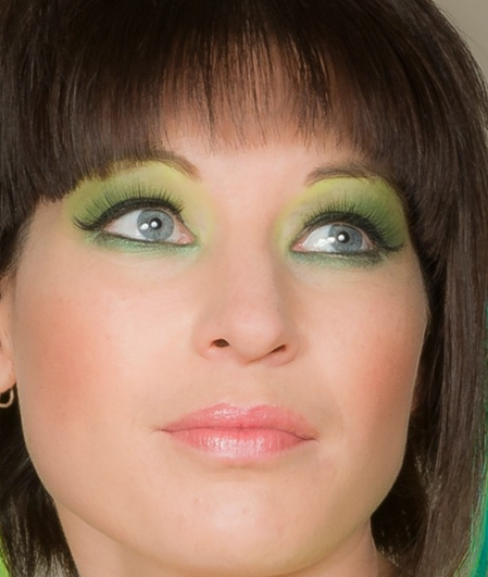 how to wear green eyeshadow with blue eyes